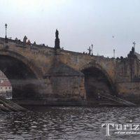Карлов мост — мистический мост, соединяющий прошлое и настоящее