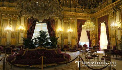 Лувр — самый посещаемый музей мира