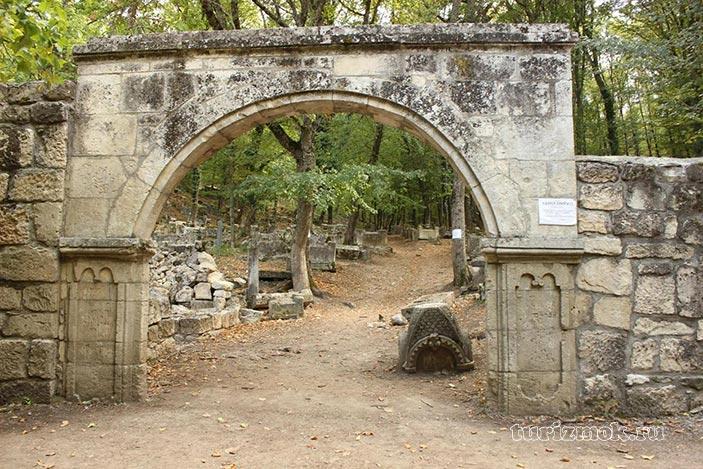 Караимское кладбище Балта Тиймез фото