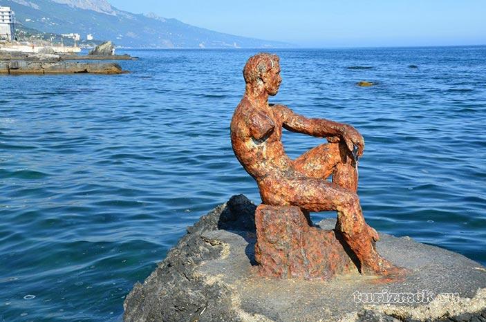Памятник Железный человек фото